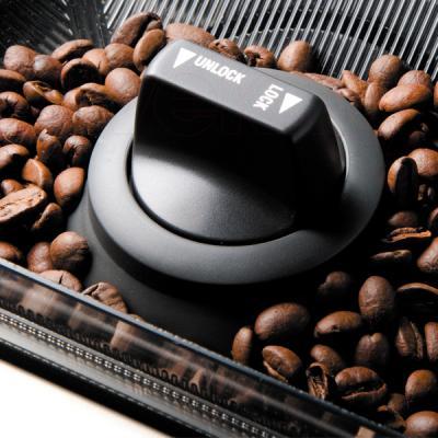 Кофемашина Bork C600 - отсек для зерен