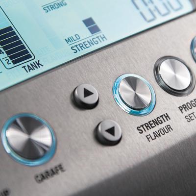 Кофемашина Bork C600 - элементы управления