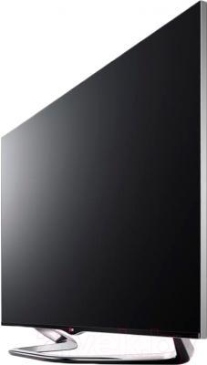 Телевизор LG 60LA860V - вполоборота