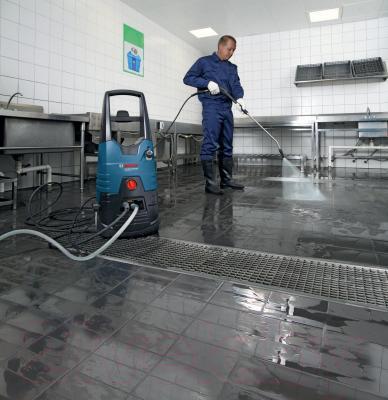 Мойка высокого давления Bosch GHP 6-14 Professional (0.600.910.200) - в работе
