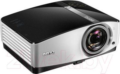 Проектор BenQ MX822ST - вполоборота