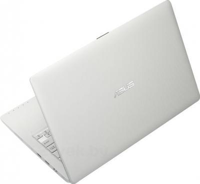 Ноутбук Asus X200MA-KX241H - вид сзади