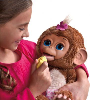 Интерактивная игрушка Hasbro FurReal Friends Смешливая обезьянка (A1650) - девочка с игрушкой
