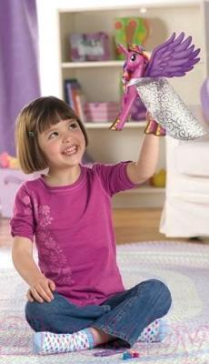 Интерактивная игрушка Hasbro My Little Pony Принцесса Каденс (98969) - девочка с пони