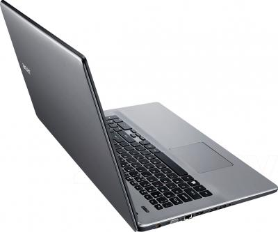 Ноутбук Acer Aspire E5-771G-313J (NX.MNWEU.006) - вид сзади