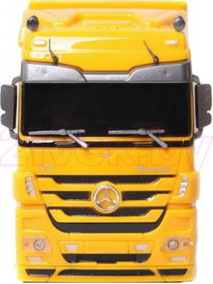 Радиоуправляемая игрушка Rui Chuang Фура Mercedes Benz Actros QY1101 (желтый) - вид спереди