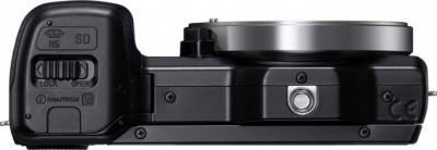 Беззеркальный фотоаппарат Sony Alpha NEX-5D - вид снизу
