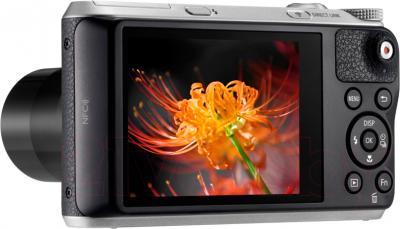 Компактный фотоаппарат Samsung WB350F (Black) - дисплей