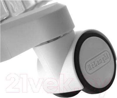 Масляный радиатор DeLonghi TRD40615 - колесики для перемещения