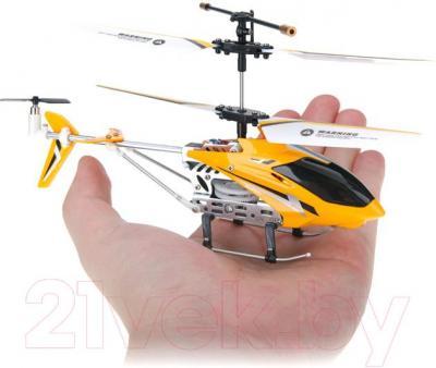 Игрушка на пульте управления UDI Вертолет U807 - размеры относительно руки