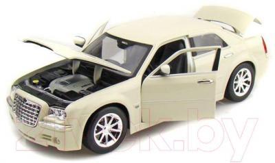 Масштабная модель автомобиля Maisto Крайслер 300С Хеми / 31120 - модель по цвету не маркируется