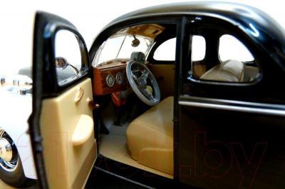 Масштабная модель автомобиля Maisto Форд Де Люкс полиция (31366) - салон