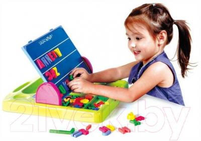 Развивающая игрушка PlayGo Доска функциональная с аксессуарами (7330) - ребенок во время игры