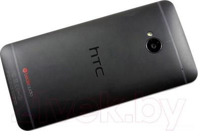 Смартфон HTC One Dual 16GB (черный) - вид сзади