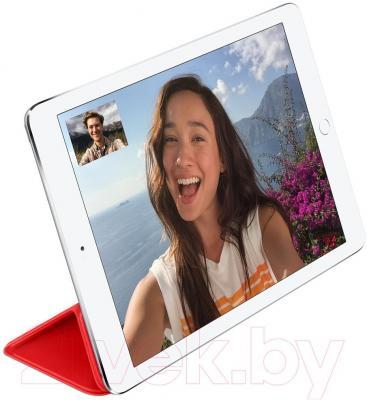 Чехол для планшета Apple iPad Air Smart Cover MGTP2ZM/A (красный) - пример использования