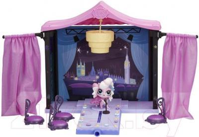 Кукольный домик Hasbro Littlest Pet Shop Стильный подиум для показа мод (A7942) - общий вид с подиумом